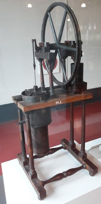 model of the stirling engine