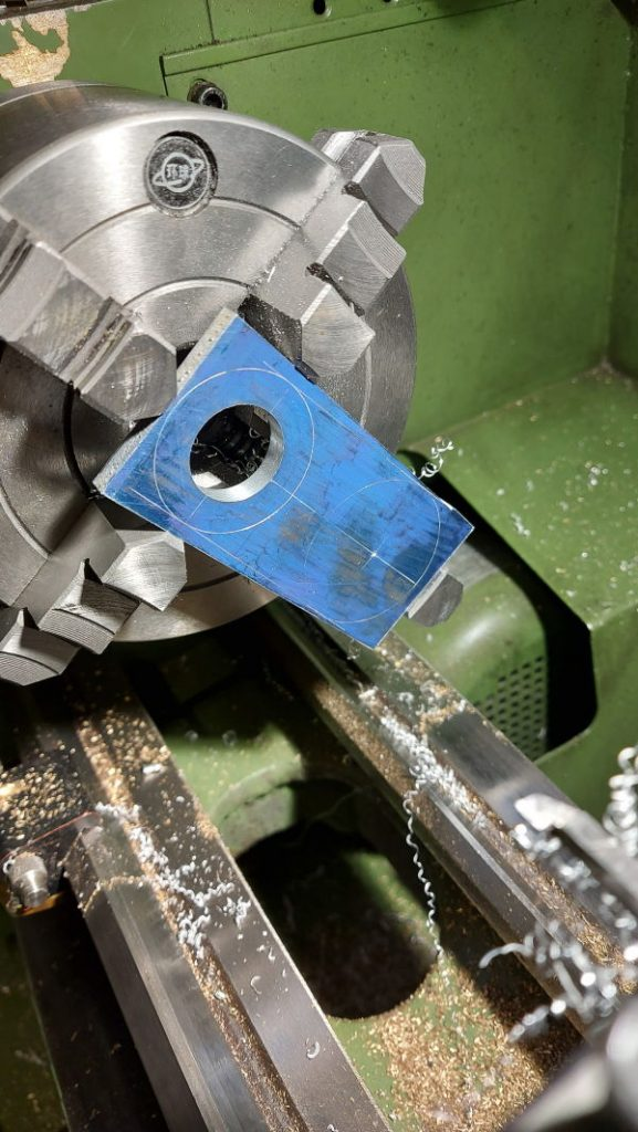 machining the upper aluminium spindle plate in the 4-jaw chuck